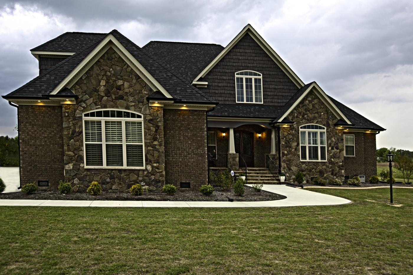 Exteriors photo gallery raleigh new homes cameron mitchell for Mitchell home builders